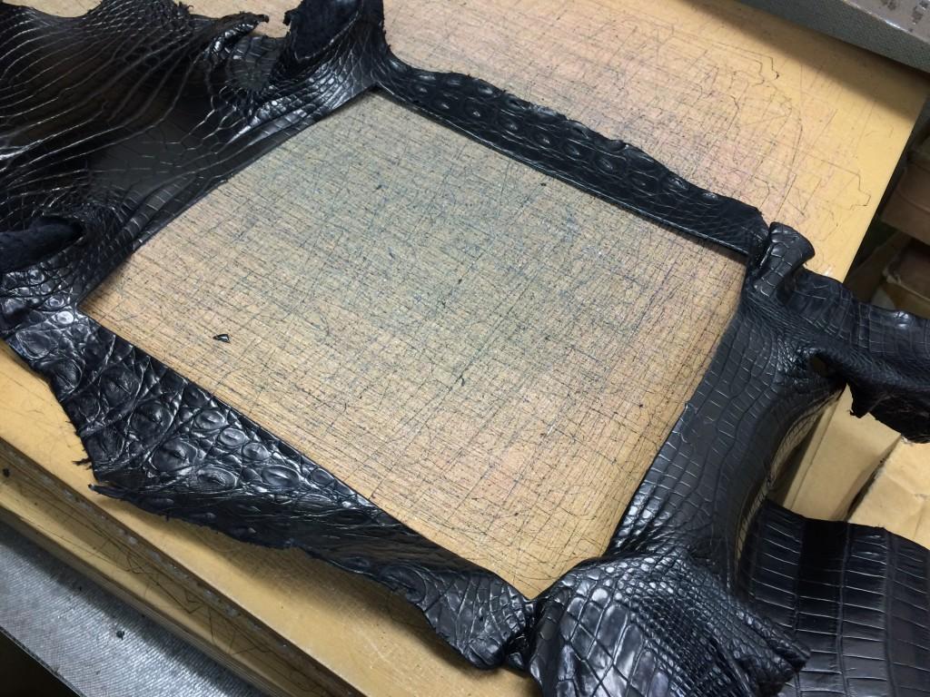 メインの部分を取った後のナイルクロコダイル革