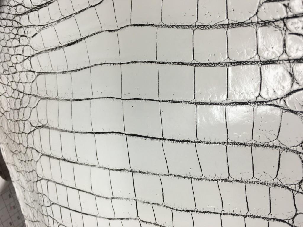 バニラカラーのクロコダイル革
