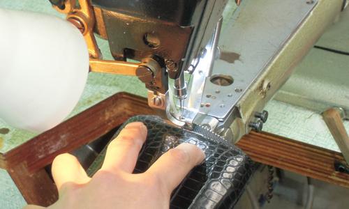 このようなマチ縫いは特に熟練の技があらわれる部分です