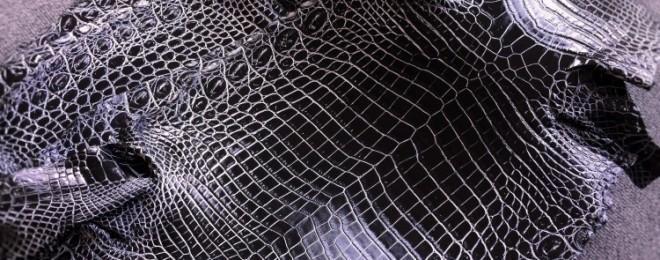 ミッドナイトブラックのクロコダイル革
